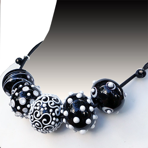 Alicia Niles Necklace Viva 5 Glass Bead B/W JN2246 SOLD