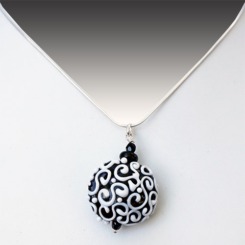 Alicia Niles Necklace Viva Glass Bead Lentil B/W JN2251