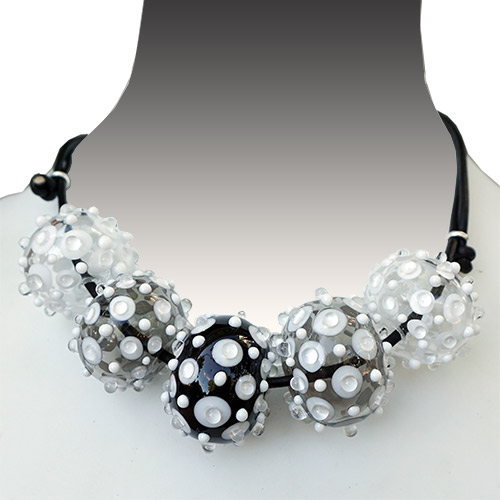 Alicia Niles Necklace Viva 5 Glass Bead B/W JN2255 SOLD