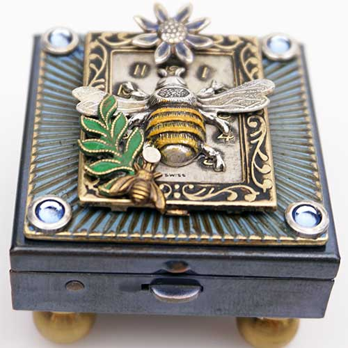 Mullanium Bee in Frame MBox651 SOLD