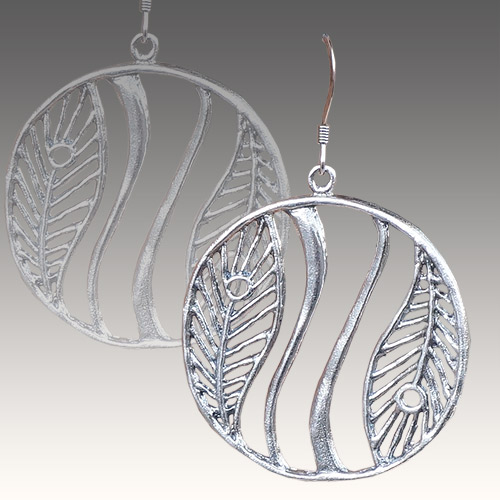 Mercedes Shaffer Earring Feathered Wave JE3065